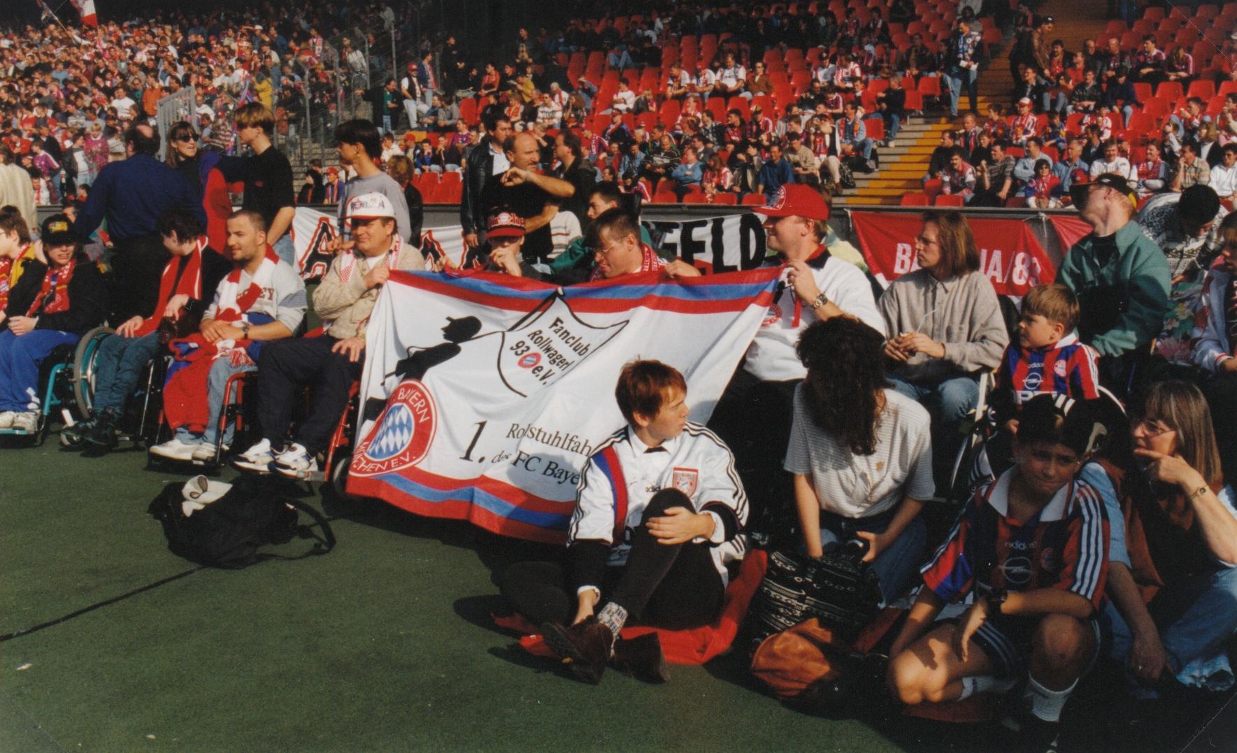 Die Teilnehmer bei unserer ersten Auswärtsfahrt zum 1. FC Köln in der Gruppe im Stadion
