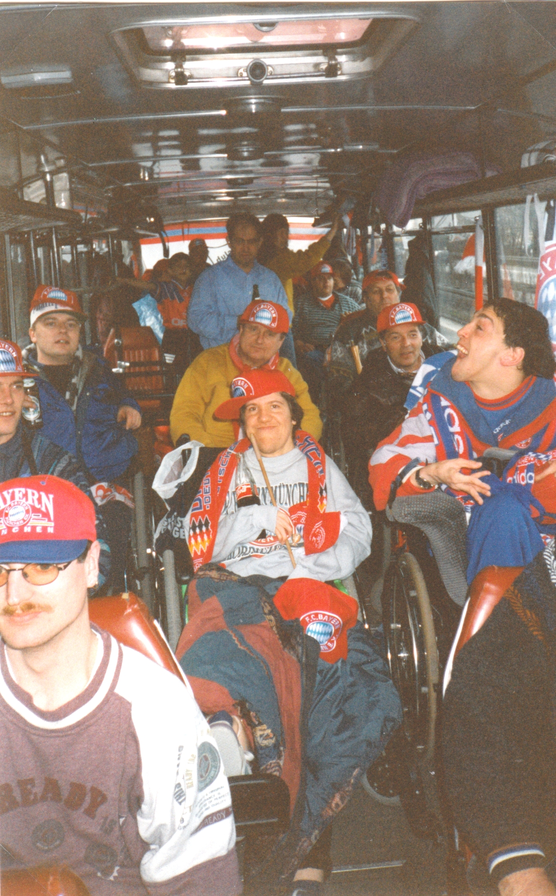 Die Teilnehmer bei unserer ersten Auswärtsfahrt zum VfB Stuttgart im Reisebus
