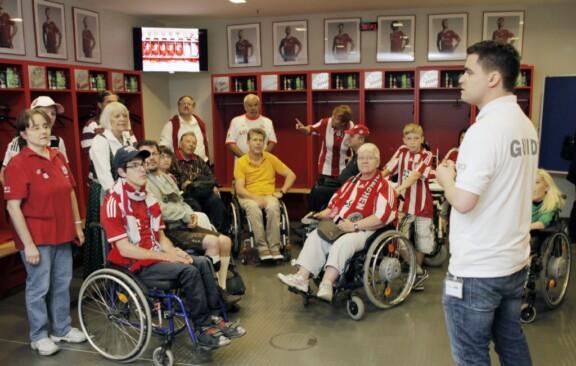 Führung in der Mannschaftskabine des FC Bayern mit allen Rollis