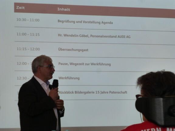 Audi Vorstand Wendelin Göbel spricht zu den Teilnehmern