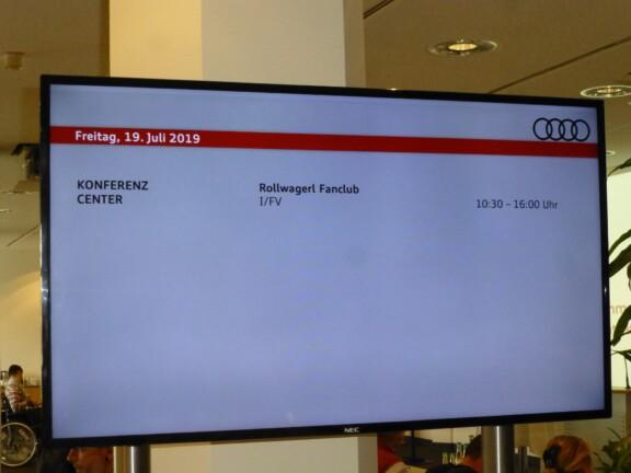 Begrüßungs-Bildschirm Konferenz Center Rollwagerl Fanclub
