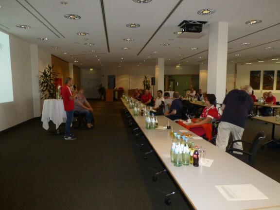 Begrüßung aller Teilnehmer durch Albert Russer und Kim Krämer