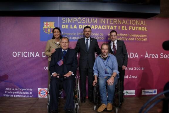 Der Präsident Bartomeu und die 4 Sprecher im Gruppenfoto;
