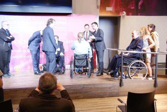 Fachgespräche mit Präsident Josep Bartomeu auf der Bühne;