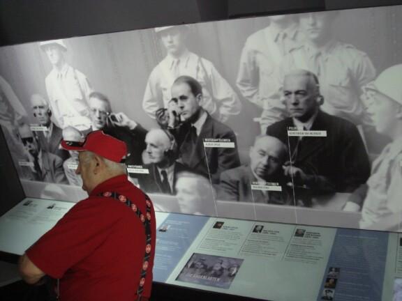 Info im Museum über die Angeklakten;