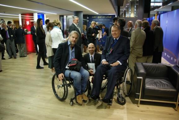 Präsidentenloge mit den Behindertenfanbeauftragten von Manchester United und dem FC Barcelona;