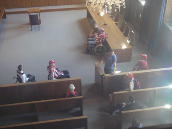 Unsere Rollis im Gerichtsaal;