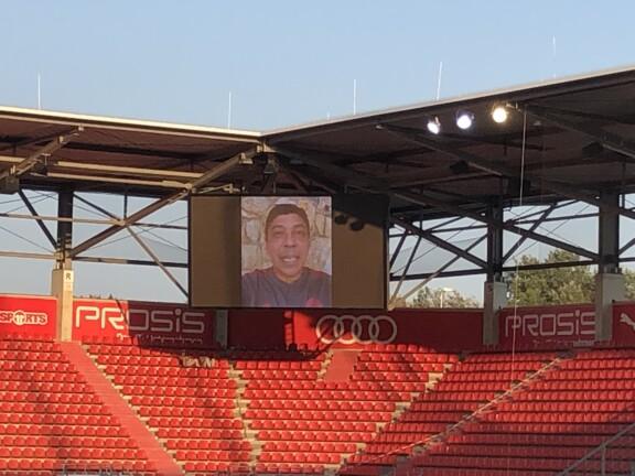 Giovanne Elber auf der Videoleinwand im Stadion